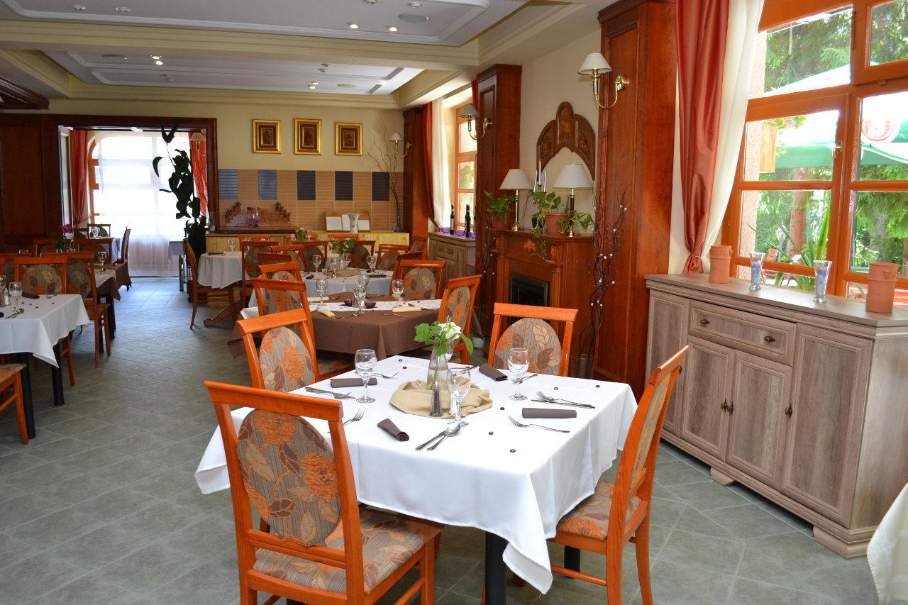 Ezöstfenyő étterem